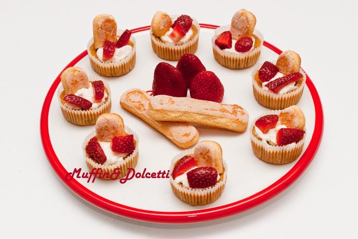 Cupcake Tiramisu alla Fragola, per la videoricetta clicca qui: http://youtu.be/PytbJjK9VWY    Cupcake Tiramisu with Strawberries, for the recipe click: http://youtu.be/PytbJjK9VWY