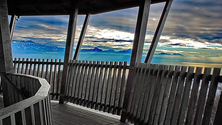 Lausanne, Tour de Sauvabelin   http://www.24heures.ch/vaud-regions/meteo-joue-tours/story/27777249