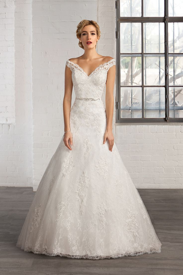 Cosmobella wedding dress 2016 collection : https://www.itakeyou.co.uk/wedding/cosmobella-wedding-dress-2016 #weddingdress #weddingdresses