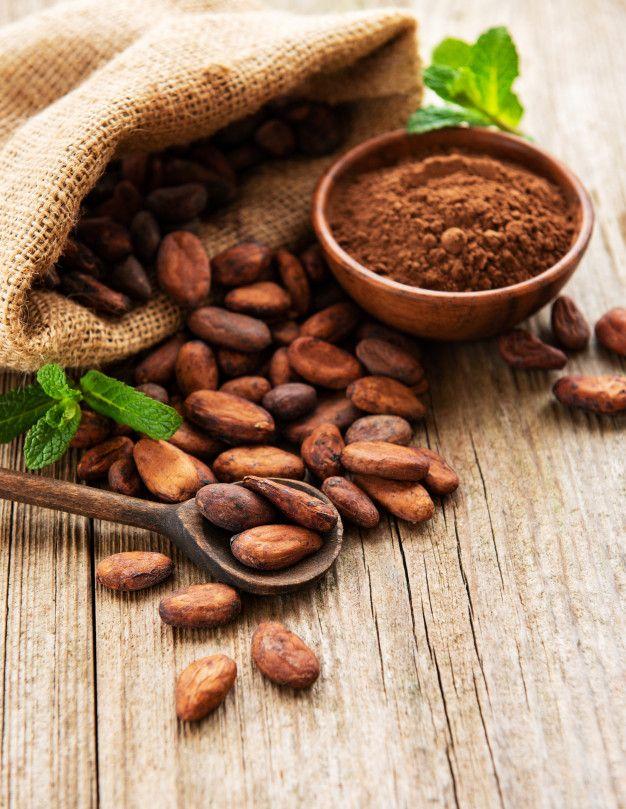 Raw Cacao Beans And Cocoa Powder Recetas De Alimentos Crudos Granos De Cacao Beneficios De Alimentos