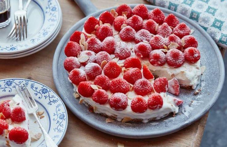 IJstaart met aardbeien en bastogne koek