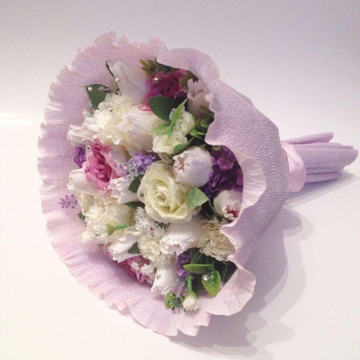 Букет из конфет и дополнительного цветочного декора