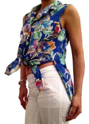 À vendre sur #vintedfrance ! http://www.vinted.fr/mode-femmes/blouses-and-chemises/32462890-chemise-bleu-avec-fleur-cacharel-taille-36-100coton