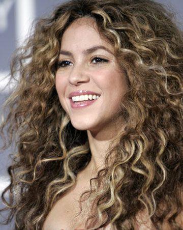 Shakira curly