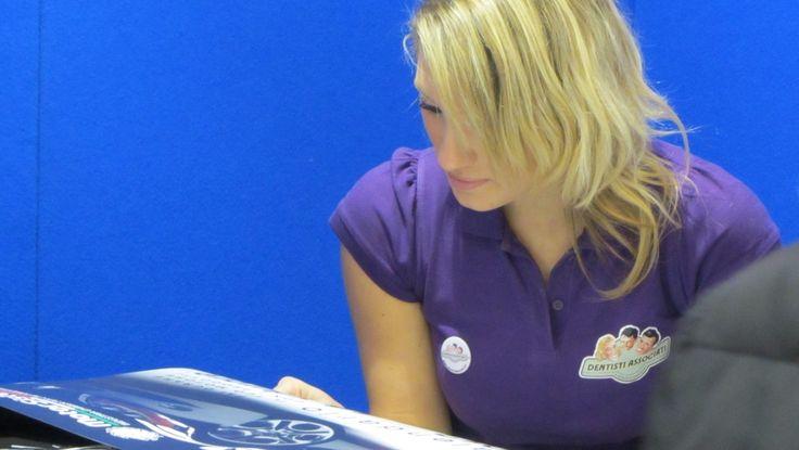 Etre hôte ou hôtesse d'accueil offre un petit boulot de complément aux jeunes confrontés à un marché de l'emploi difficile.