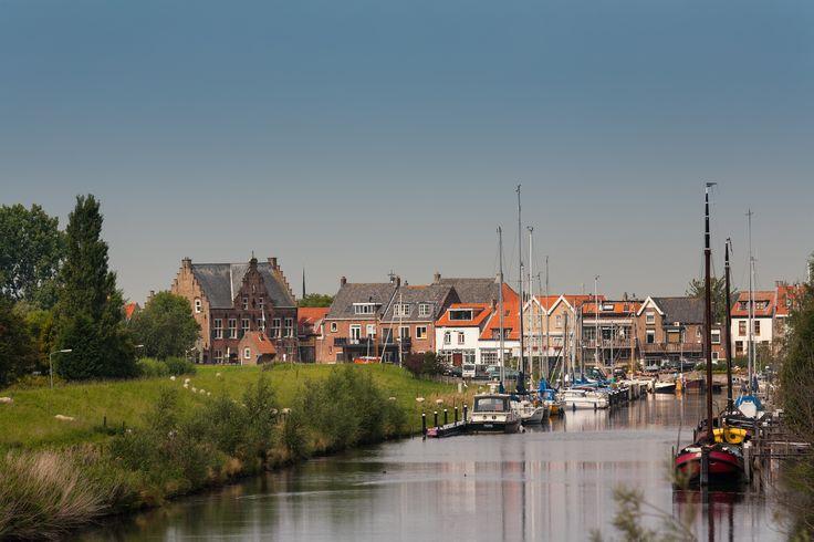 Haven Ooltgensplaat met zicht op Oude Raadhuis (Goeree-Overflakkee, the Netherlands)
