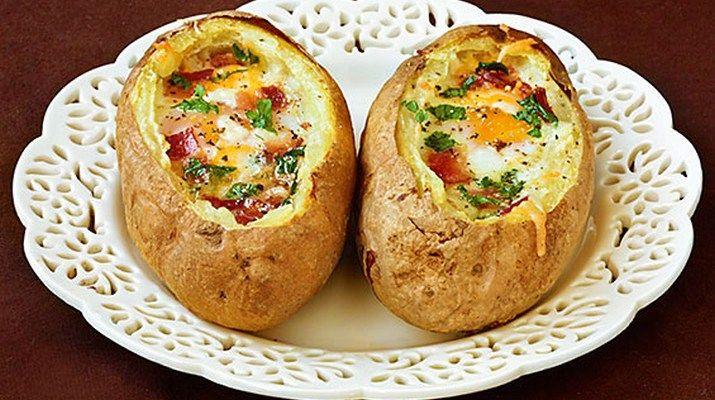 Оригинальный и до безобразия простой способ приготовления печеного картофеля. Этот рецепт я взяла на вооружение как блюдо выходного дня. И не прогадала - мои детки в восторге.