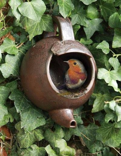 Buy Wildlife World Robin open fronted ceramic Teapot Nester (Small Birds Box) for sale. (i would make it)