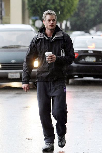 Eric Dane Photos Photos - Eric Dane braves a Los Angeles rain storm to grab some breakfast with a friend in Hollywood. Dane then stopped off at a newsstand to look in a photography magazine and asked waiting photographers for advice in buying camera equipment. - Eric Dane at a Newsstand