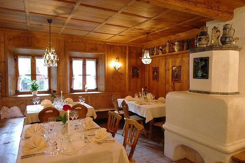 Stilvoll essen gehen in München Süd im Waldgasthof Buchenhain - Im Restaurant bei München finden Sie schöne Räumlichkeiten für ein candle light dinner, den passenden Rahmen für Feierlichkeiten, außergewöhnliche Events & Incentives sowie Restaurantaktionen mit kulinarischen Gaumenfreuden für Feinschmecker. Herzlich Willkommen im Waldgasthof Buchenhain