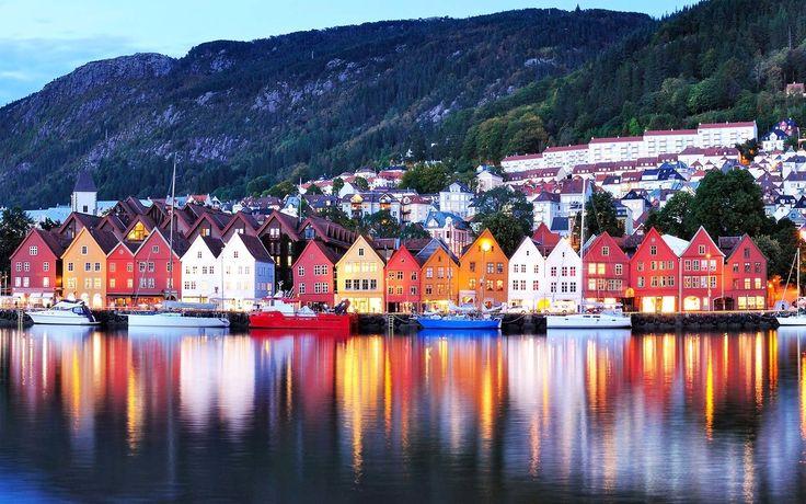 Başkenti : Oslo Yüz ölçümü : 385.203 km² Nüfusu : 5,233milyon Resmî dili : Norveççe, Bokmål, Nynorsk, Kuzey Lapça Para birimi : Norveç kronu Norveç, İskandinav Yarımadası'nın batısında yer almaktadır. Ülkenin batısında Atlas Okyanusu, doğusunda İsveç, Finlandiya ve Rusya Federasyonu yer almaktadır. Güneyindeki Skagerrak Boğazı, Baltık Denizi'ni Atlas Okyanusu'na bağlamaktadır. Kuzeyinde ise Kuzey Buz Denizi …