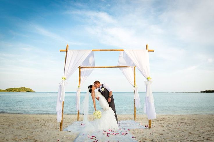 Our destination wedding was in Thailand on the Island of Koh Samui. Could not have asked for a more perfect day! ❤️ Have you considered a destination wedding? Photo credit Koh Samui Photography