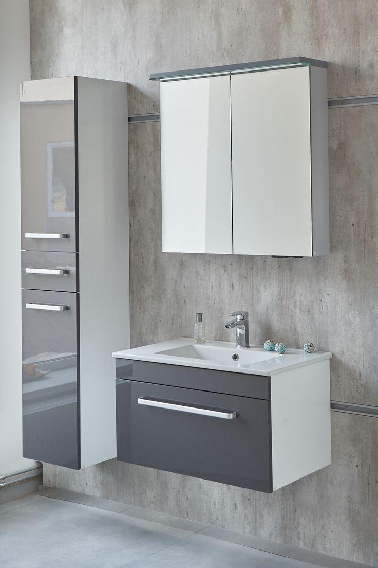 Koupelnová skříňka s umyvadlem a závěsná skříňka se dvířky i šuplíkem. Pořiďte si stylovou koupelnu od českého výrobce Dřevojas