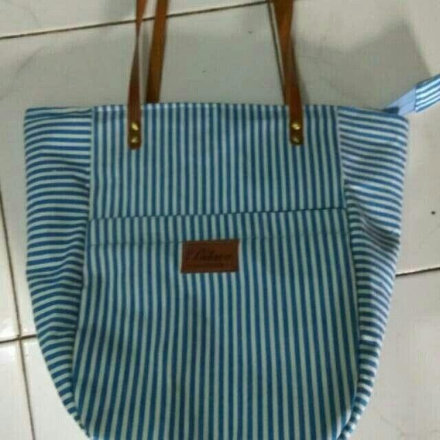 Saya menjual Tas handmade seharga Rp200.000. Dapatkan produk ini hanya di Shopee! https://shopee.co.id/magdabilava/271467023 #ShopeeID