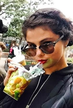couronne tressee fontale selena gomez idee coiffure cheveux boucles