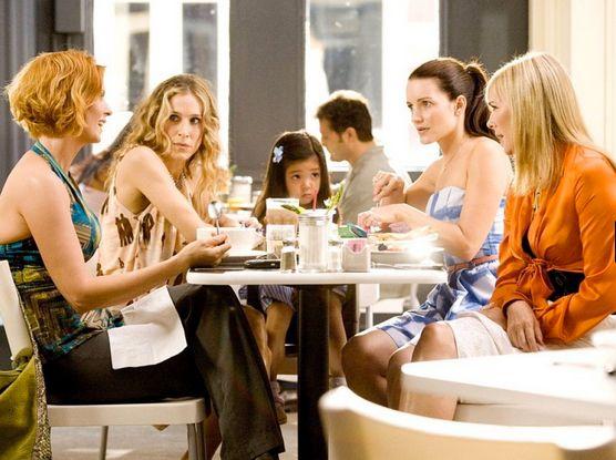 Las chicas de Sexo en Nueva York tomando un café
