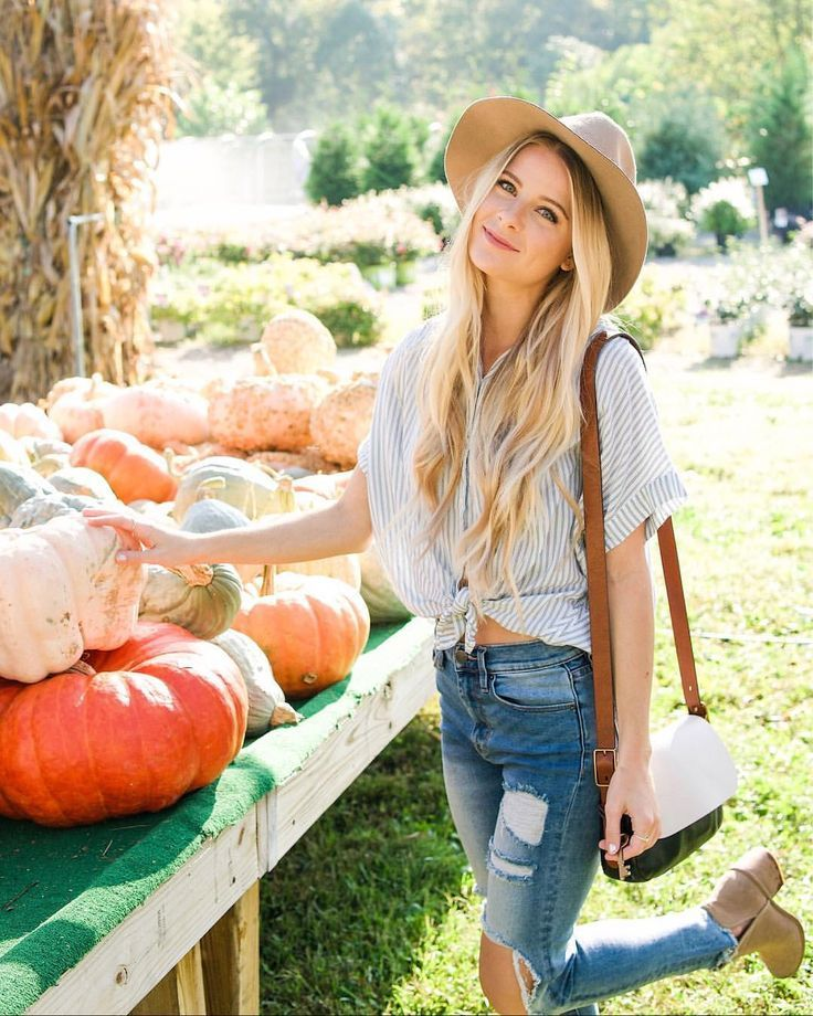 Pumpkin patch outfit ideas / fall outfit inspo / @heatherpoppie