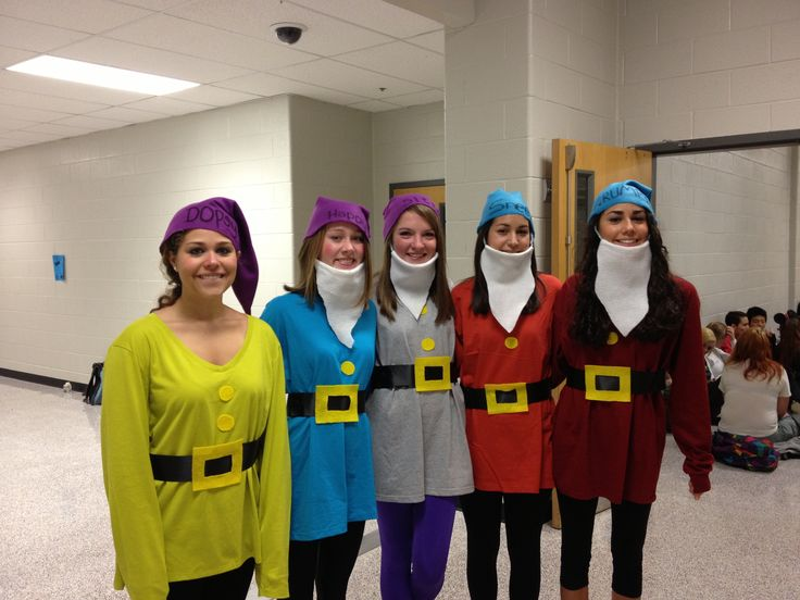 Homemade Seven Dwarves costumes..this is awesome.  Get other relatives or friends to join in on this one!