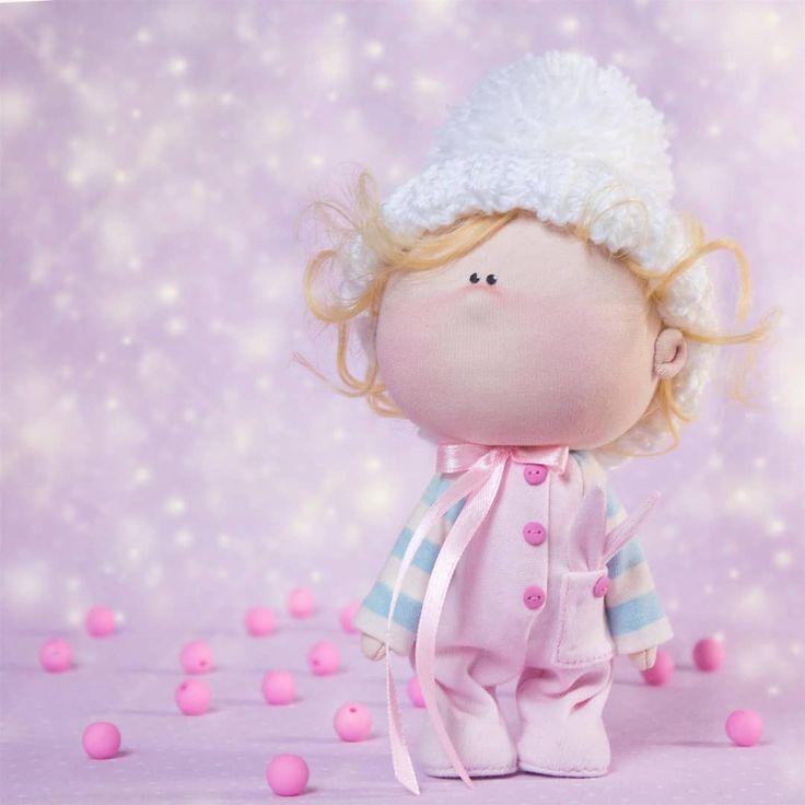Увидела одну иллюстрацию и просто не смогла не сделать такое чудо (правда там был зайка)  #doll #doll_in_home #homedecor #handmade #handmadedoll #textiledoll #fabricdoll #interiordoll #baby #кукла #кукларучнойработы #текстильнаякукла #куклаизткани #ручнаяработа #интерьернаякукла #малыш #myhmideas #handmade_lavka #tildawithlove_вленту #hm_hobby #hm_mastera #handmade_with_love #белыйслон  #hm_ideas_for_you #mir_hand_made