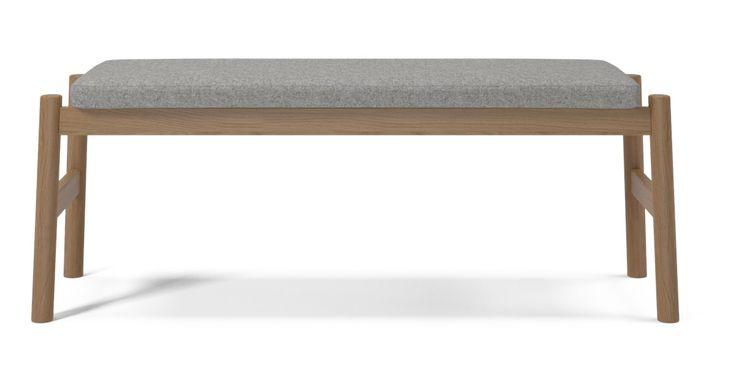 Float er en klassisk benk i gode materialer. Størrelsen gjør gør det enkelt å flytte benken rundt etter behov. Float er vakker, utført i flotte materialer og den er allerede blitt en klassiker.
