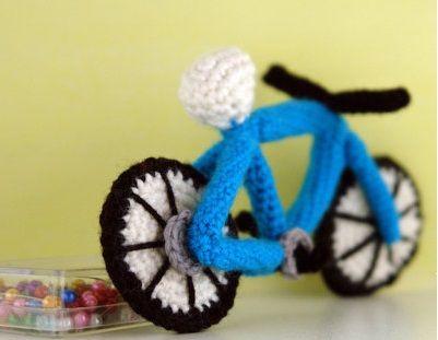 Fuente: https://www.etsy.com/listing/130874540/crochet-pattern-amigurumi-bike-amigurumi?utm_source=Pinterest&utm_medium=PageTools&utm_campaign=Share