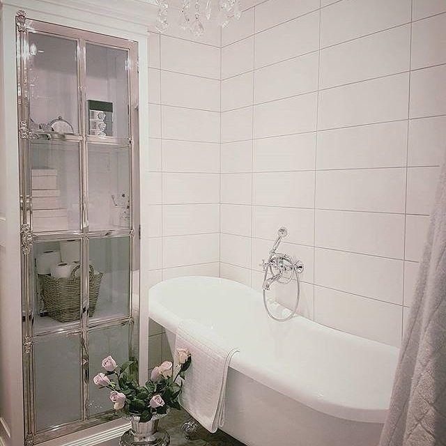 Ha en god dag #manhattancabinet80 har god lagring og passer også fint på et bad. #classicliving #baderom #bathroom #interørinspirasjon #rihannapokalvasemedium #interiorandhome #interior #interiør #interior4all #furniture #homeandliving #decor #interorinspiration #bathroomdetails #passion_4_home_decor #passion4home #heminspiration #husoghem #interior455 #interior2you #interior4u #interiorharmoni