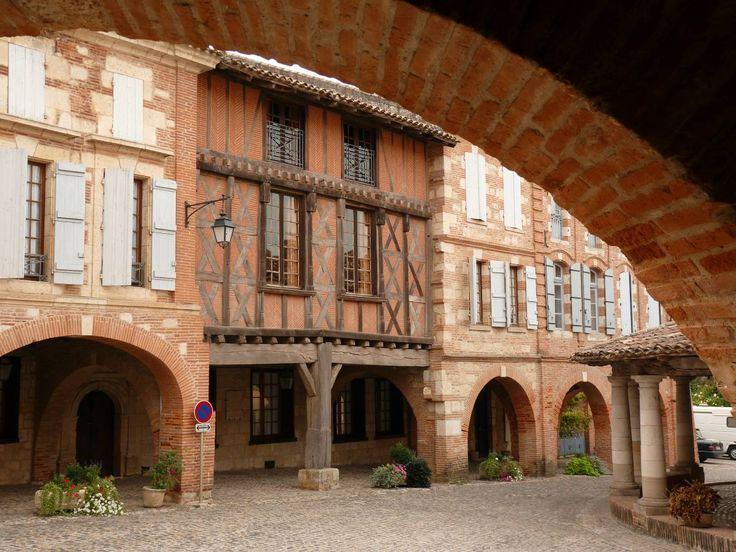 A moins d'une heure de Toulouse, le département du Tarn-et-Garonne, pays des vergers et du raisin Chasselas, vous invite à naviguer entre tourisme culturel et loisirs verts. En savoir plus sur http://www.sejour-touristique.com/vacances-en-france/decouverte-de-nos-regions/midi-pyrenees/tarn-et-garonne/#BEqTPoSWeKAU9GMZ.99
