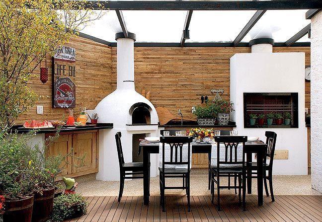 Neat outdoor kitchen.