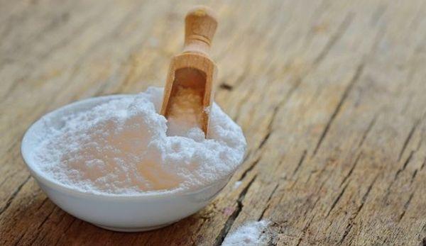 ■ クエン酸の凄すぎる効果とは  「クエン酸」と「重曹」の利用価値がどんどん高まっています。今年もその勢いはとまりそうにありません。細胞のミトコンドリアの中で、クエン酸回路という体に摂取された食べ物を効率よくエネルギーに変える働きをします。  食べ物は吸収されてからブドウ糖に変換され、酵素やビタミン(特にB群)、酢によって酸化されエネルギーになります。  クエン酸はこの過程に重要な成分...