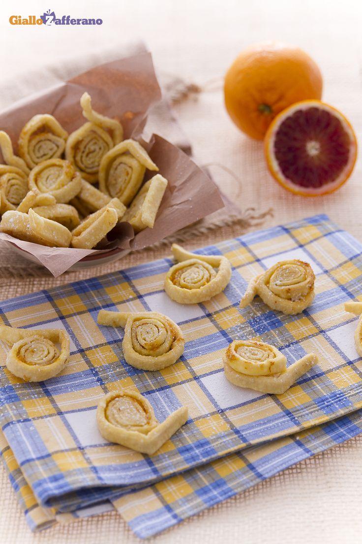 Le tagliatelle dolci di #Carnevale, sono dolci fritti tipici dell'Emilia Romagna preparati proprio per questa allegra e folle festa. #ricetta #GialloZafferano #italianfood #italianrecipe #Carnival http://speciali.giallozafferano.it/carnevale