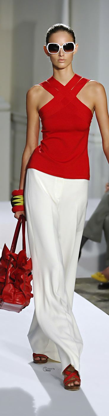 Oscar de la Renta - http://sulia.com/channel/fashion/f/5278cdde-f12e-4fee-b230-d331323c09cc/?source=pin&action=share&btn=small&form_factor=desktop&pinner=125430493