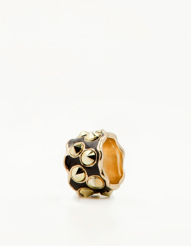 Bershka arany-fekete szegecses gyűrű – Shopping.hu