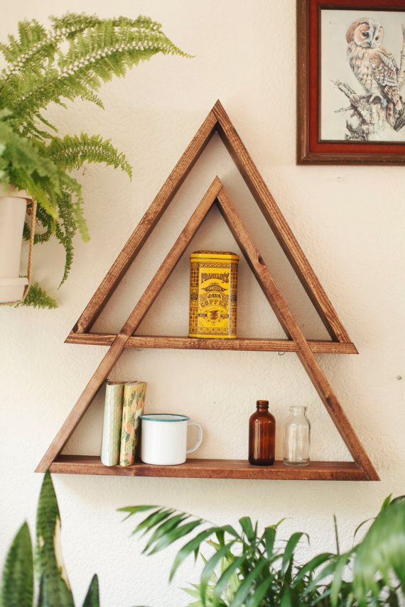 Stacked Triangle Shelf. Geometric Shelf. par DarkMarqueeDesigns