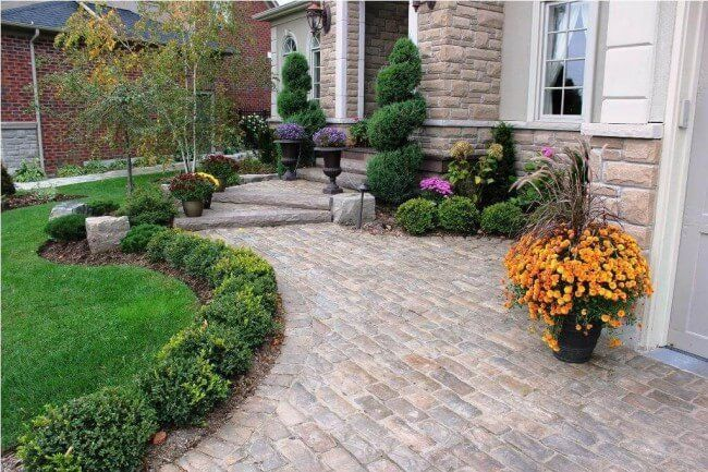 25 Simple And Small Front Yard Landscaping Ideas Low Maintenance Front Yard Landscaping Simple Front Yard Landscaping Design Easy Landscaping