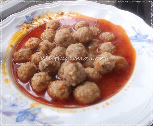Reyhanlı Sulu Köfte Komsumuz Ayse Abladan cokk cok lezzetli, Elazig yoresine ait bir yemek, corba olarak da servis edilebilir ana yemek olarak da aslinda. :) gelelim tarifine : malzemeler 250 gram kiyma 1 bucuk…