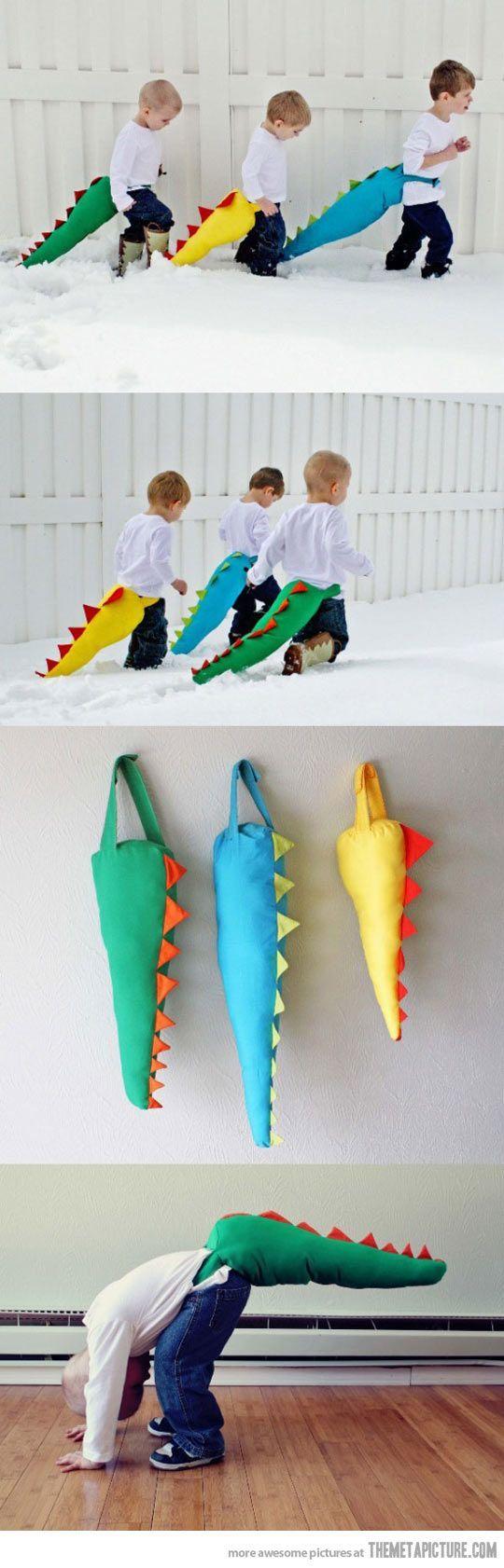 funny-kids-playing-dinosaurs-tails il est temps que j'ai des kids pour leur fabriquer des conneries like this!