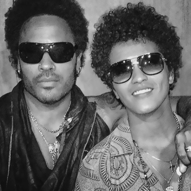 Lenny Kravitz & Bruno Mars -- wha? look at the curly hair cuteness from these two #mancandy