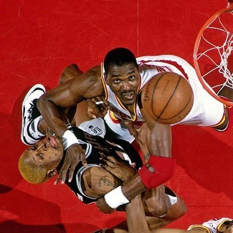 #ThisDateInNBAPlayoffHistory May 28, 1995 game 4 @nba Western Conf Finals @houstonrockets vs @spurs Hakeem Olajuwon vs Dennis Rodman