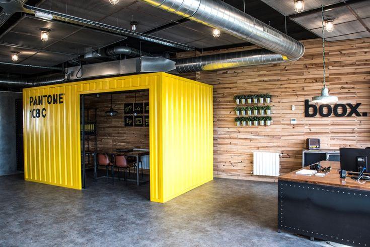Oficinas estilo industrial de Boox, situadas en Jerez de la Frontera.  http://www.boox.es  Industrial style office Container office