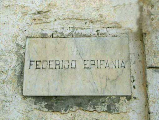 """28 luglio del 1916: muore Federico Epifania, maestro a #Capurso dal 1866. Insegnò a varie generazioni di capursesi, così come in passato avevano fatto Mizzi e Torricella, divenendo l'educatore di tutti i capursesi, contadini, artigiani o intellettuali che fossero. Ottenne anche la """"pensione mauriziana"""". Cliccate qui per scoprire cos'era: http://www.lestraderaccontano.it/capurso-hidden/136-via-epifania-capurso"""