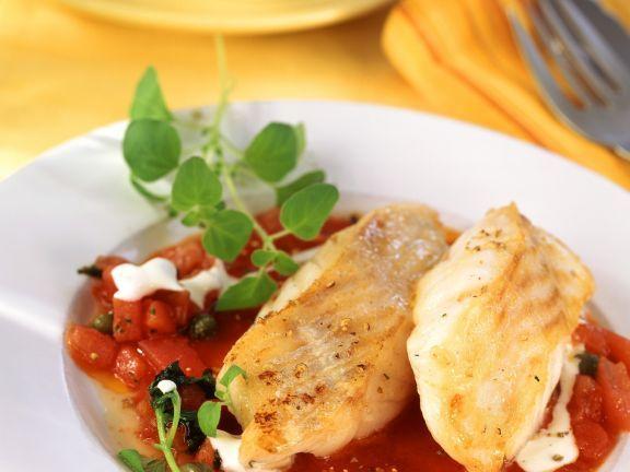 Kabeljaufilet in Kapern-Tomaten-Sugo ist ein Rezept mit frischen Zutaten aus der Kategorie Fruchtgemüse. Probieren Sie dieses und weitere Rezepte von EAT SMARTER!