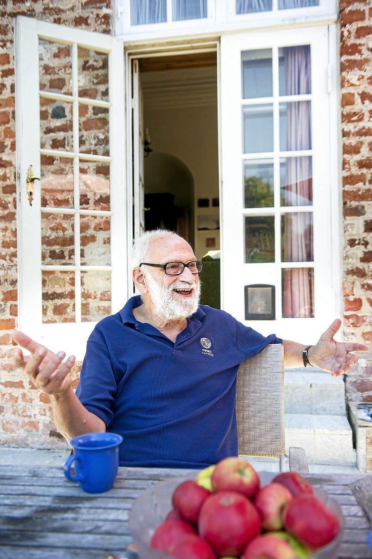 Den 77-årige Knud Illeris er internationalt kendt for sin teori om læring. I morgen holder han sin sidste forelæsning, og så trækker han sig tilbage for blandt andet at passe geder i det økologiske kollektiv Svanholm