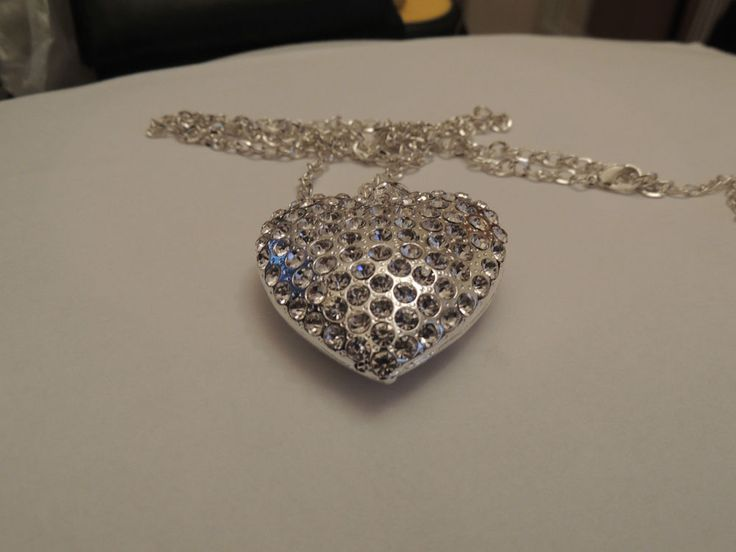 Brand New Heart shaped   Rhinestone Pendant Necklace 1.73