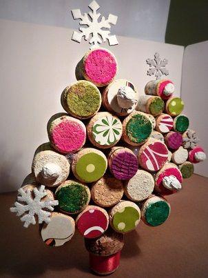 #Alberelli di #Natale realizzati con i #tappi di #sughero delle #bottiglie di #vino delle @CantineLombardoMarsala