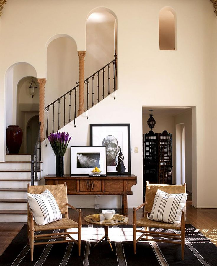 House Without Foyer : A great idea for screen in this entryway it adds to the