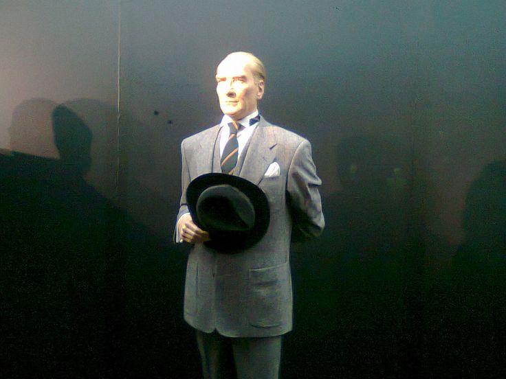 Atatürk - Yılmaz-Büyükerşen-Balmumu-Heykeller-Müzesi.