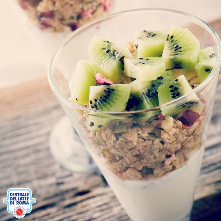 Yogurt, cereali e kiwi *** Granola, cereals, fruit, breakfast, snack #HealthyFood