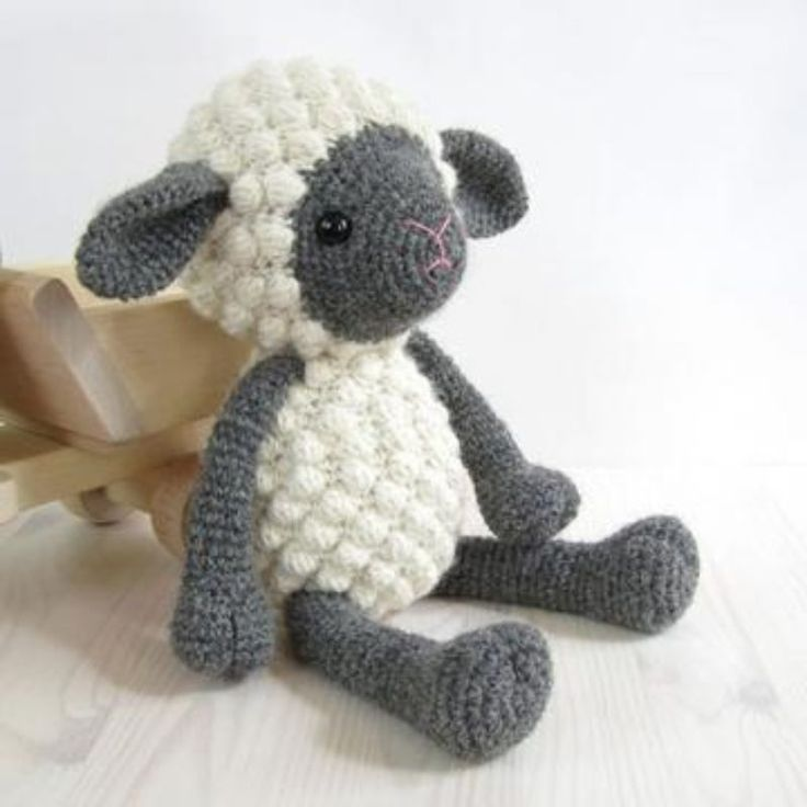 So many cute sheep patterns, but this one's my favorite. Plus the sheep pillow <3