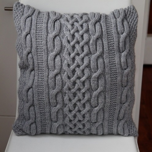 Free Knitting Patterns For Cushions In Cable Knit : 76 best images about Knitting - Cushions on Pinterest Knitted pillows, Cush...