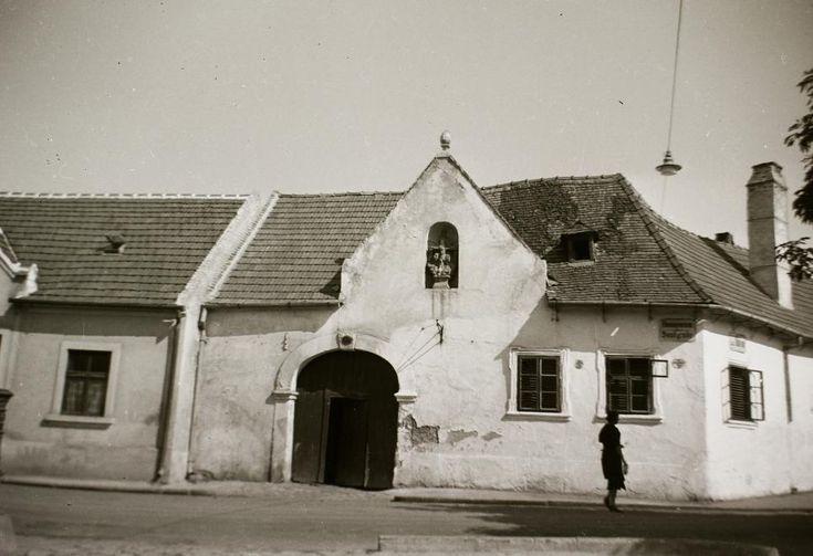 Fövényverem utca - Szent Mihály utca sarok, Poncichter-ház.